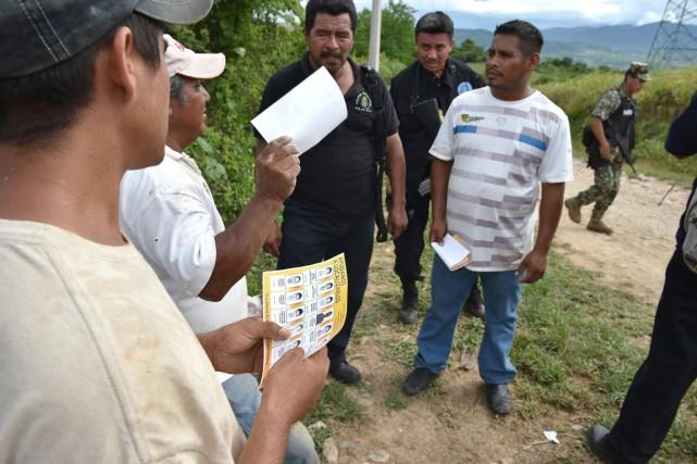 Des témoins ont vu des dizaines d'étudiants emportés... (Photo AFP)