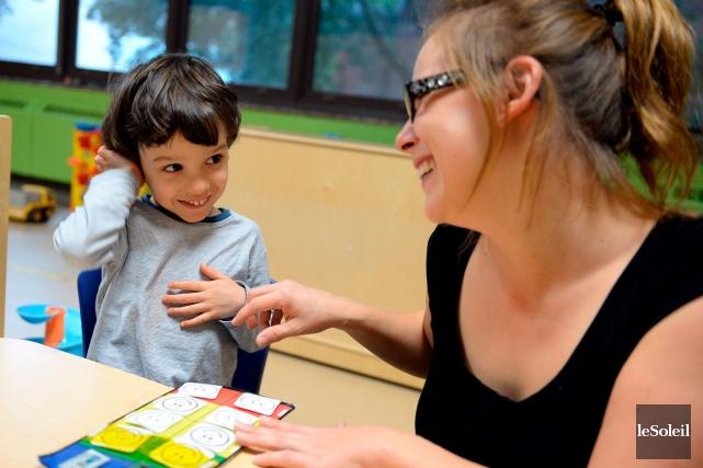 Joaquim, quatre ans, ici en compagnie de l'éducatrice... (Le Soleil, Erick Labbé)