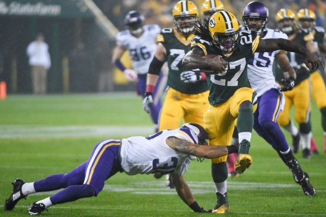 Eddie Lacy (27) a récolté 105 verges de... (Photo Benny Sieu, USA Today Sports)