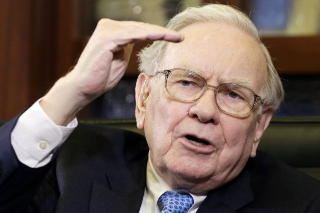 Le réputé investisseur Warren Buffett a dit prévoir... (Photo Nati Harnik, archives AP)