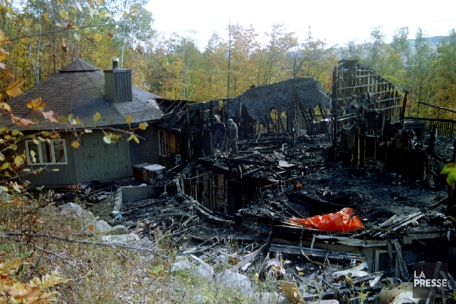 Décombres d'un chalet de l'OTS à Morin Heights,... (PHOTO ARCHIVES LA PRESSE)