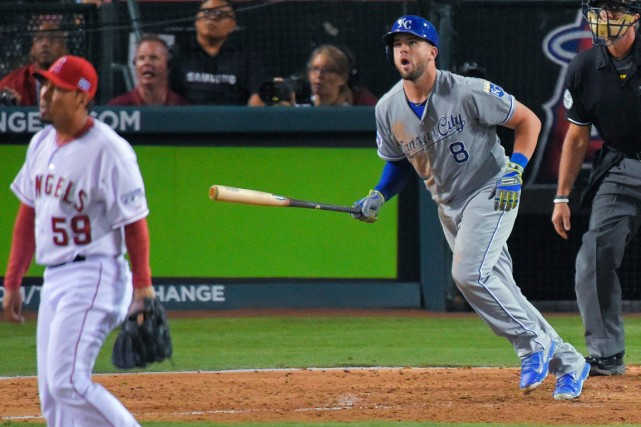 Mike Moustakas a claqué un circuit aux dépens... (Photo Mark J. Terrill, AP)