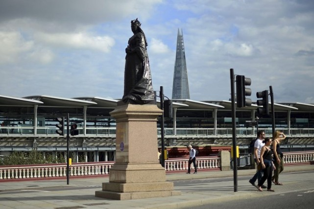 «Allo? C'est Victoria à l'appareil. Reine d'Angleterre depuis... (Photo: AFP)