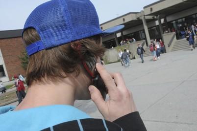 Les tablettes et cellulaires foisonnent dans les écoles,... (Photo Archives La Voix de l'Est)
