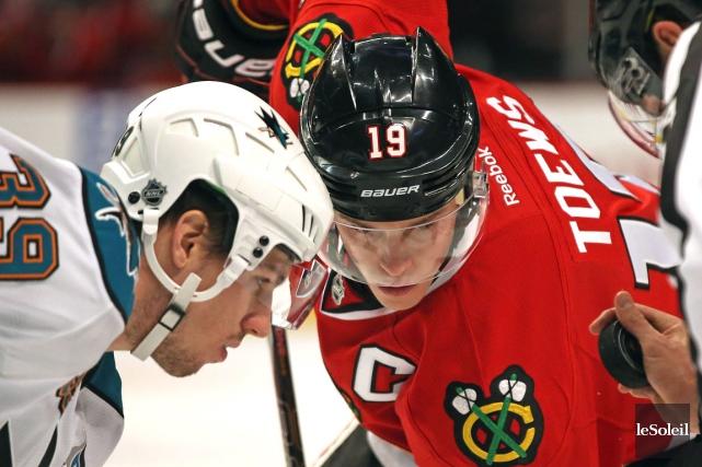Les Blackhawks de Chicago, menés par leur capitaine... (Photothèque Le Soleil)