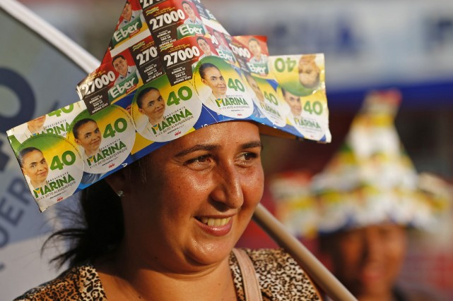 Une partisane de la candidate Marina Silva, 56... (Photo SERGIO MORAES, Reuters)