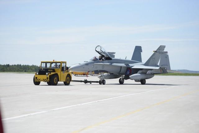 Le lieutenant-général Yvan Blondin assure que les CF-18... ((Photo Rocket Lavoie))