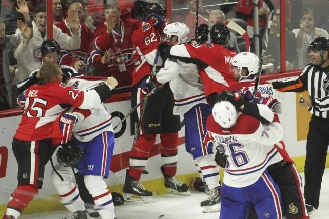 Une bataille entre les joueurs de Montréal et... (Etienne Ranger, LeDroit)