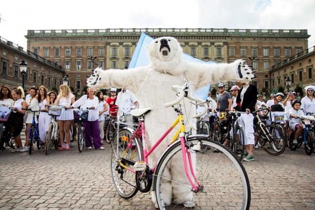 Des cyclistes ont manifesté à Stockholm, en Suède,... (Photo tirée du site Internet de Greenpeace)