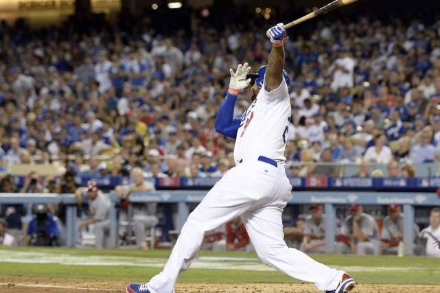 Matt Kemp a failli expulser la balle hors-ligne,... (Photo Richard Mackson, USA TODAY Sports)