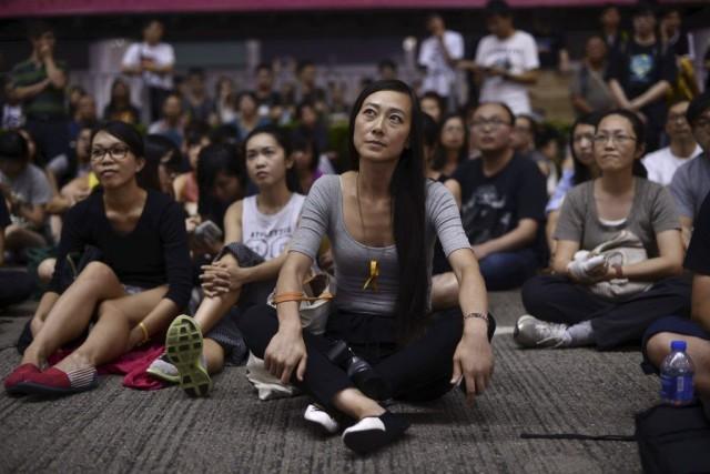Des manifestants assistent à un cours sur la... (PHOTO PEDRO UGARTE, AFP)