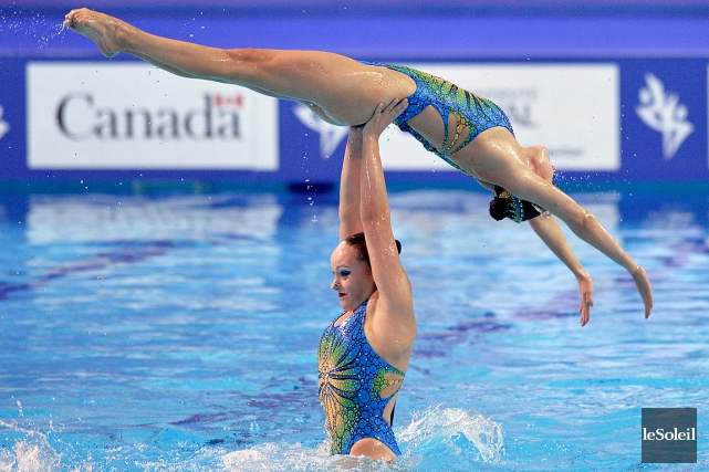 Les Canadiennes ont démontré leurs prouesses acrobatiques, dimanche,... (Le Soleil, Pascal Ratthé)