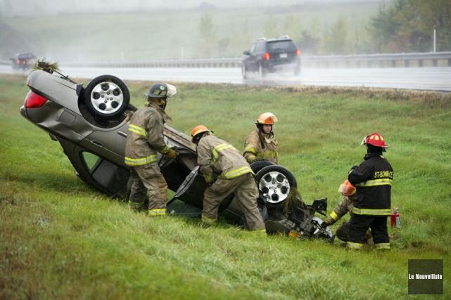 Un automobiliste a été blessé samedi lorsque la voiture dans laquelle il se... (Photo: Stéphane Lessard, Le Nouvelliste)