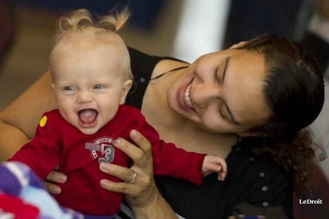 Les nouvelles mamans étaient conviées à l'hôtel de ville d'Ottawa, samedi, pour... (Martin Roy, LeDroit)
