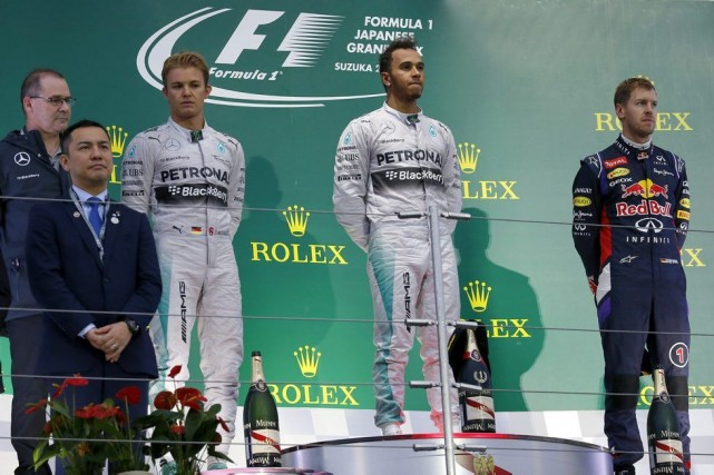 Nico Rosberg, Lewis Hamilton et Sebastian Vettel souriaient... (Associated Press)