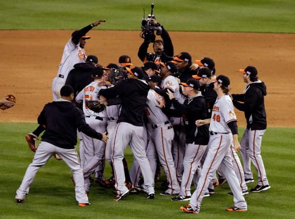 Les Orioles de Baltimore célèbrent leur première participation... (Associated Press)