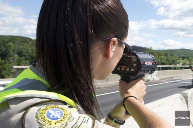 Un autre jeune chauffard a fait surchauffer un appareil radar de la Sûreté du... (Archives La Tribune)