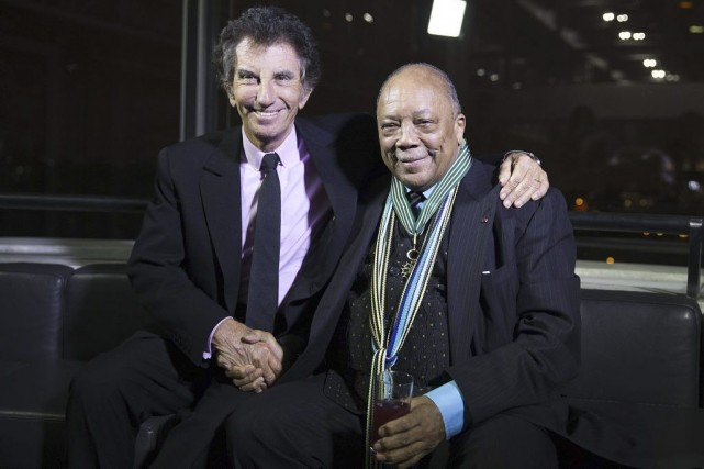 Le musicien Quincy Jones (à droite) a été... (Photo: AFP)