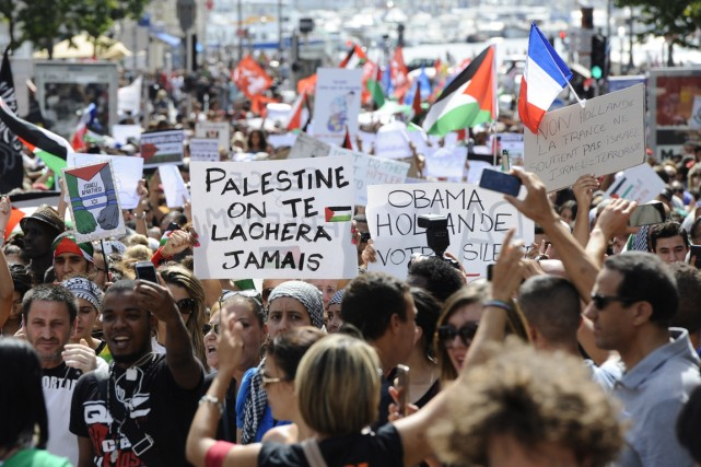 Une manifestation contre l'offensive israélienne à Gaza a... (PHOTO FRANCK PENNANT, ARCHIVES AFP)