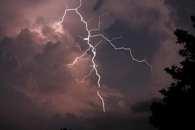 Selon les météorologues, cet orage a eu pour... (Archives AP)