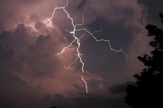 Les craintes de tornade pour la capitale nationale et l'Outaouais sont choses... (Archives AP)