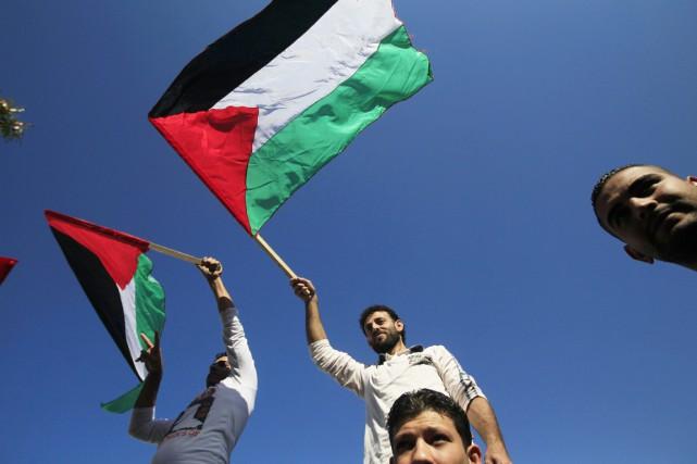 Les Palestiniens ont largué des bombes en territoire israélien pour protester... (PHOTO MOHAMMED ABED, ARCHIVES AFP)