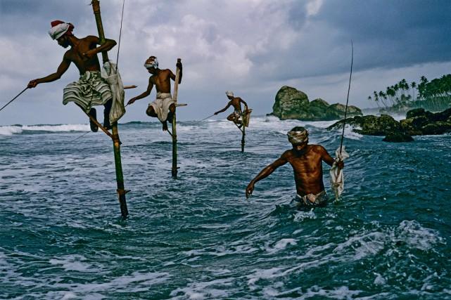 Pêcheurs de hareng tacheté sur la côte sud... (Photo: Steve McCurry, fournie par Taschen)