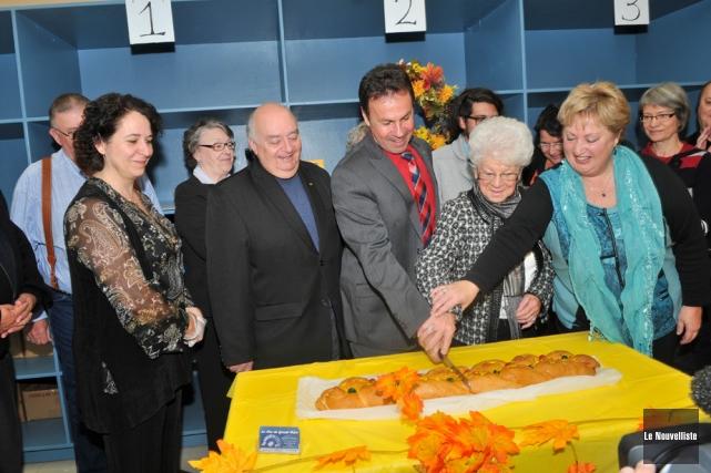 Entouré de nombreux partenaires, le maire de Shawinigan,... (Photo: Émilie O'Connor, Le Nouvelliste)