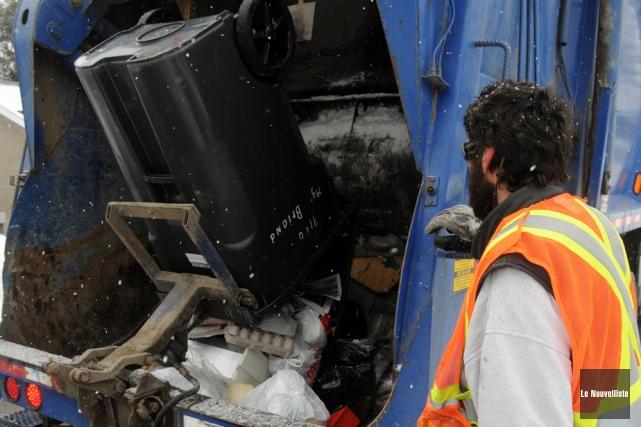 C'est le retour de la collecte des ordures... (Photo: Stéphane Lessard, Le Nouvelliste)