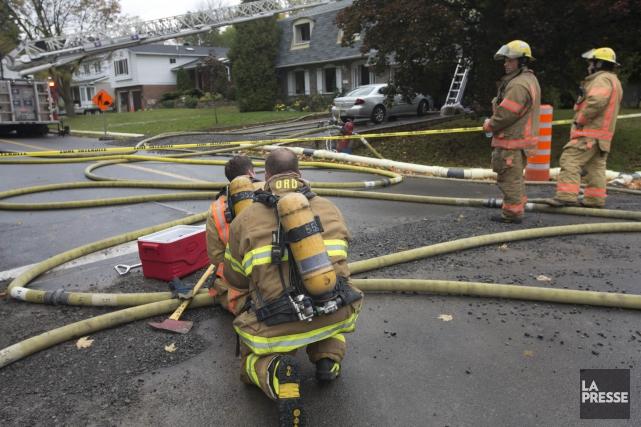 Un homme dans la cinquantaine est mort mardi matin dans l'incendie d'une... (Photo Patrick Sanfaçon, La Presse)