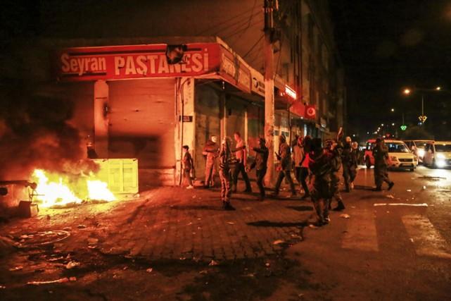 Des milliers de personnes sont descendues dans les... (Photo: AFP)