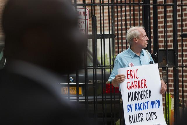 La famille d'un père de famille noir décédé lors d'une interpellation musclée à... (Archives Reuters)