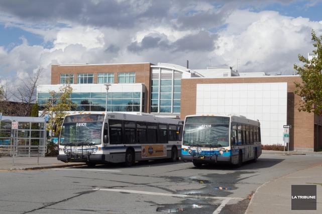 Des autobus de la STS qui arpentent les... (Imacom, Claude Poulin)