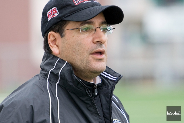 L'entraîneur du Royal Sélect, Samir Ghrib, souhaite que... (Photothèque Le Soleil)