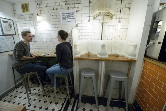 Le café «The Attendant», au centre-ville de Londres,... (PHOTO LEON NEAL, AFP)