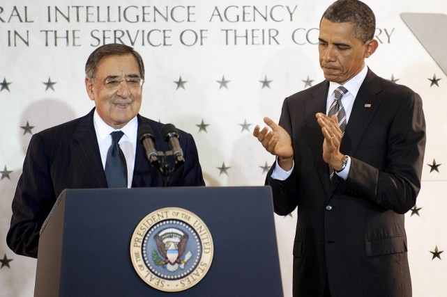 En 2011, Barack Obama applaudissait Leon Panetta, alors... (PHOTO JIM WATSON, ARCHIVES AFP)