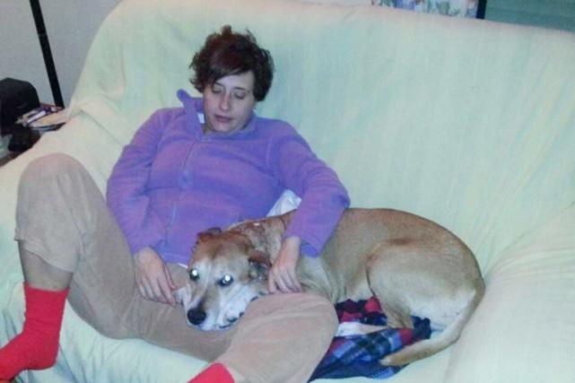 Le chien d'une aide-soignante espagnole touchée par le... (PHOTO REUTERS)