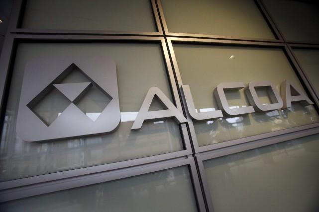 Le géant américain de l'aluminium Alcoa (AA) a dépassé... (Photo archives AP)