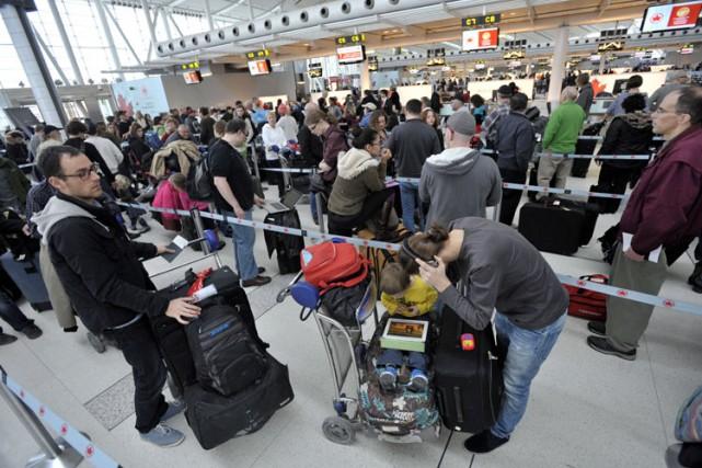Washington et Ottawa ont annoncé le renforcement du contrôle des voyageurs en... (Archives PC)