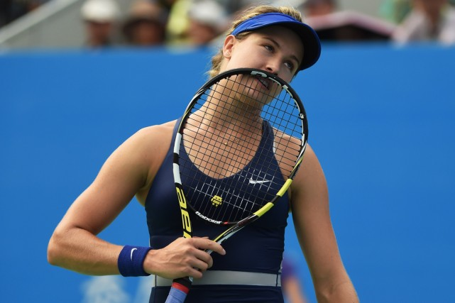 Blessée à la jambe gauche, Eugenie Bouchard a... (Photo Greg Baker, archives AFP)