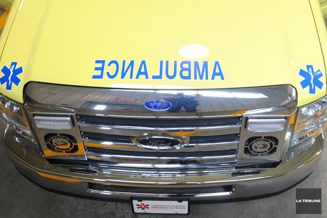 Un piéton blessé gravement après avoir été happé par un véhicule samedi... (PHOTO ARCHIVES LA TRIBUNE)