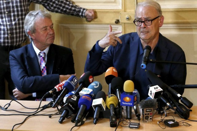 Patrick Modiano en conférence de presse en compagnie... (PHOTO ARCHIVES REUTERS)