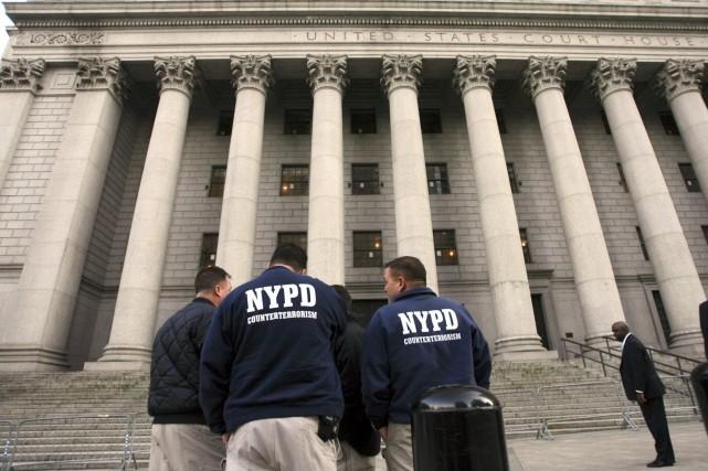 Deux nouvelles vidéos montrant des policiers frappant des adolescents... (Photo Mary Altaffer, AP)