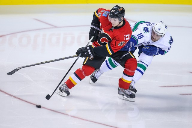 Le joueur des Flames de Calgary Sergei Belski... (Photo Sergei Belski, USA Today Sports)