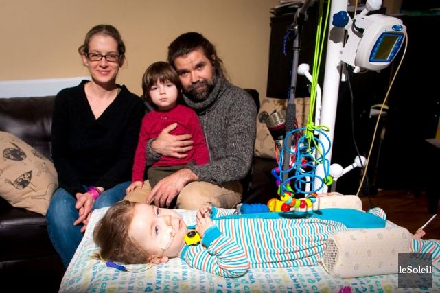 Atteint d'amyotrophie spinale, le petit Liam Défossés vient... (Photothèque Le Soleil)