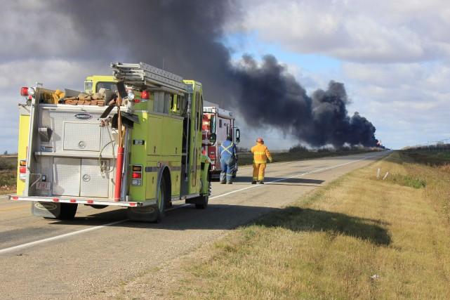 Le Canadien National affirme que les wagons-citernes ayant déraillé et pris feu... (Photo Alison J. Squires, PC)