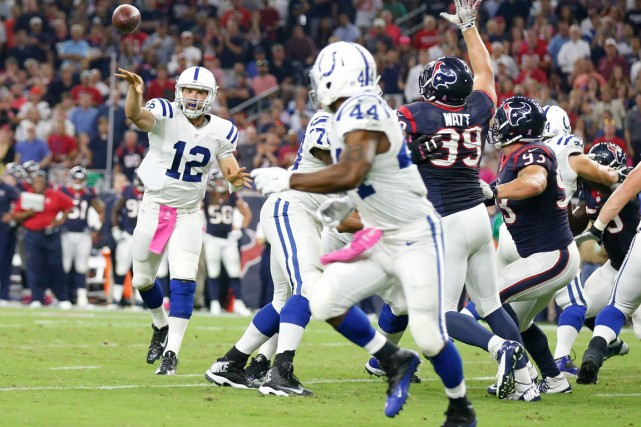 Le quart des Colts Andrew Luck (12) a... (Photo Matthew Emmons, USA Today Sports)