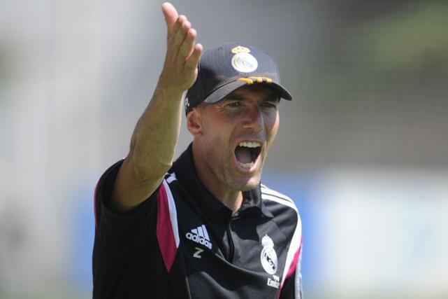 Zinedine Zidane est présentement l'entraîneur de l'équipe réserve... (Photo Pedro Armestre, AFP)