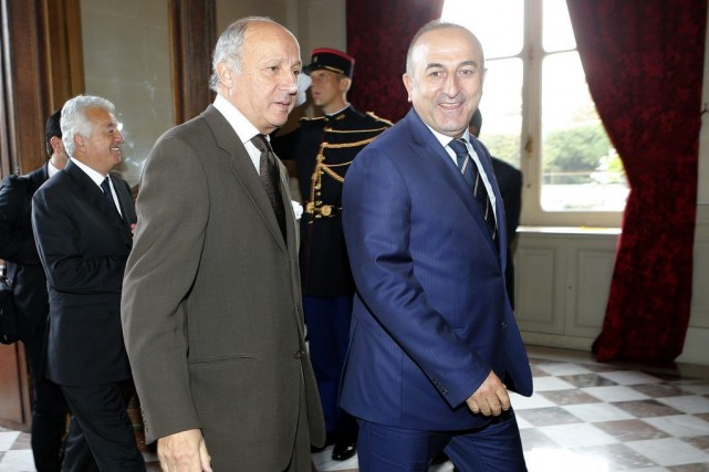 Le chef de la diplomatie française Laurent Fabius... (PHOTO JACQUES BRINON, AP)