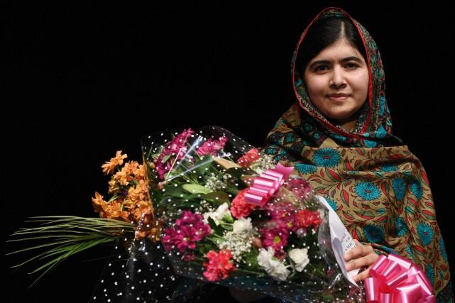 La jeune Malala a reçu une balle dans... (PHOTO OLI SCARFF, AFP)